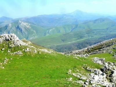 Selva Irati-Pirineo Navarro-Puente del Pilar; sightseeing experiencia senderismo hiking experience